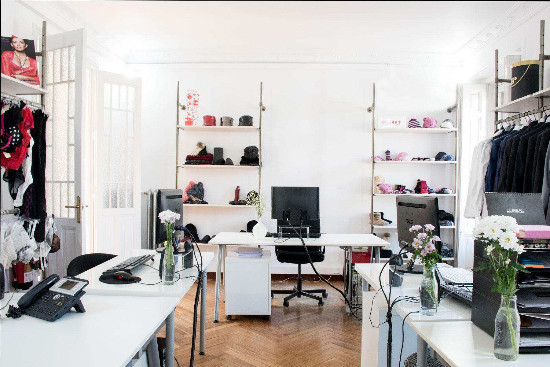 pin-up-comunicacion-showroom-web-21